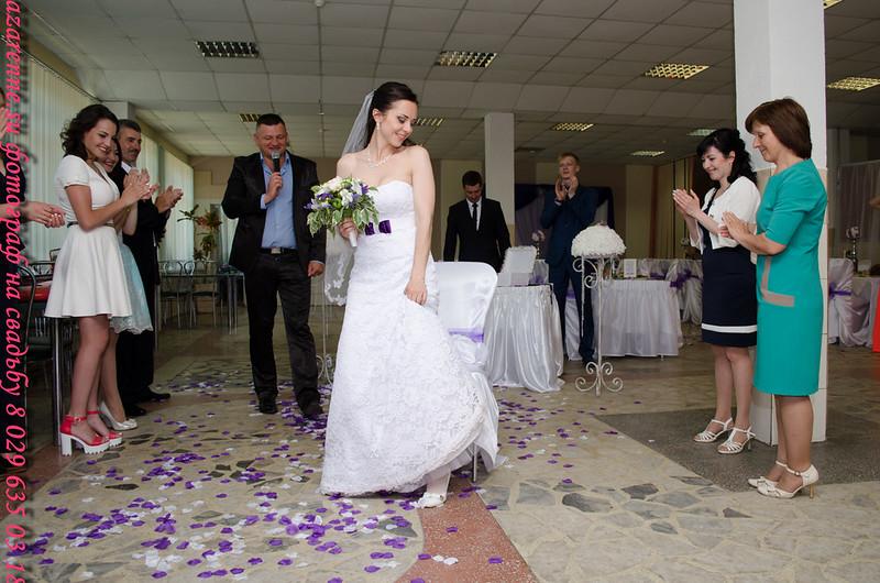 Свадебные невеста в лепестках
