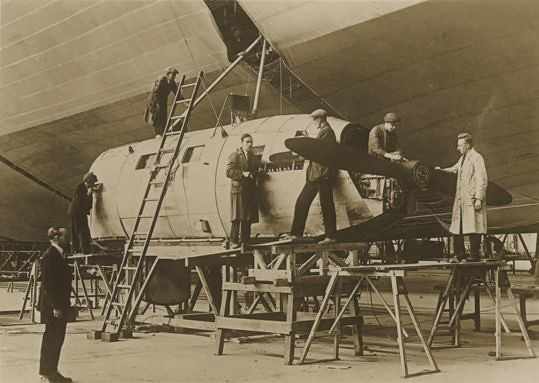 Inspecting the R100 Airship at Howden 1933 (archive ref DDX1017-1)