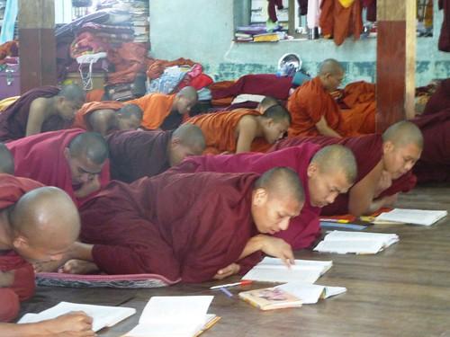 M16-Mandalay-Quartier des moines-Moines (4)