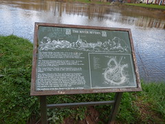 Photo of Mary of Teck and English Bridge bronze plaque
