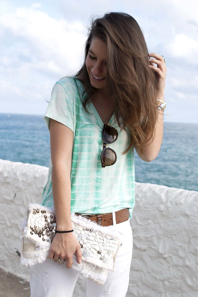 010_mint_shirt_white_jeans