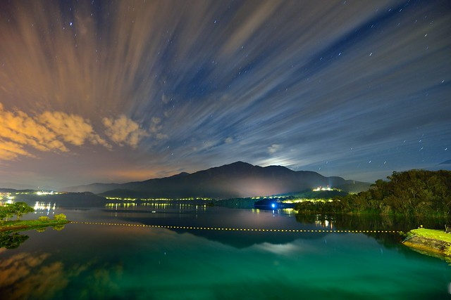 Dawn at Sun Moon Lake 日月潭