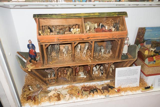 Antique toy Noah's Ark