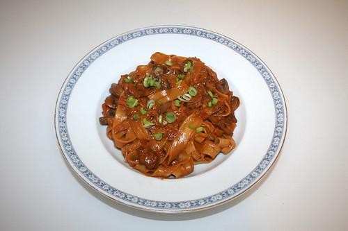 40 - Mushroom smoked salmon pasta - Served / Champignon-Räucherlachs-Pasta - Serviert