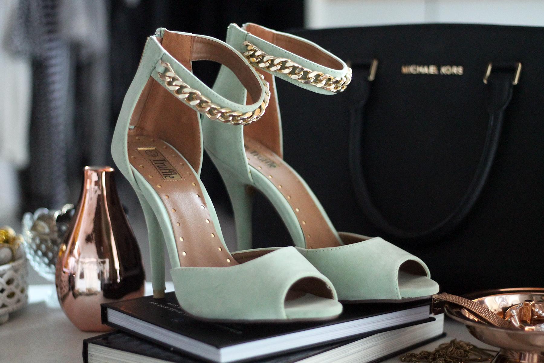 highheels-modeblog-fashionblog-ankleidezimmer-home-room-schrank