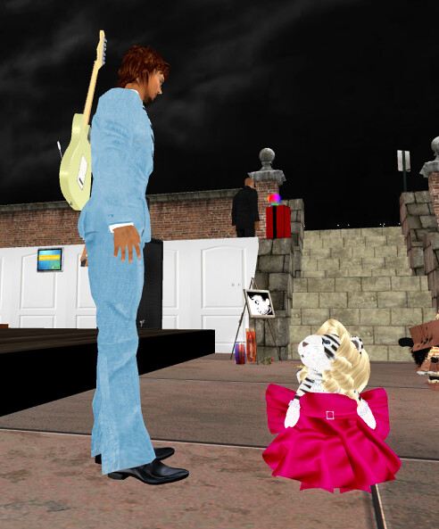 Tiny Marilyn talks to Ganjo