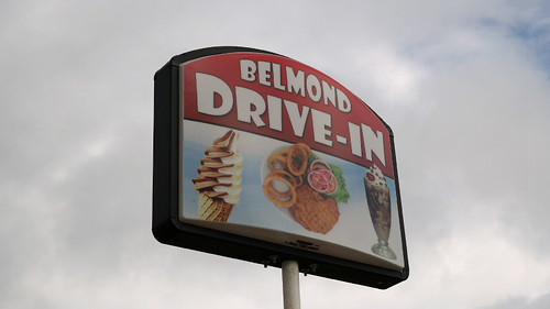 iowa pork sandwiches roadfood friedfood porktenderloin belmond porktenderloinsandwich iowatenderloin desloines iowafood ippawinners