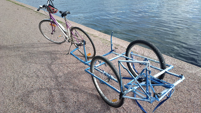 Bikehack: bike trailer made from bicycle wheels and frames