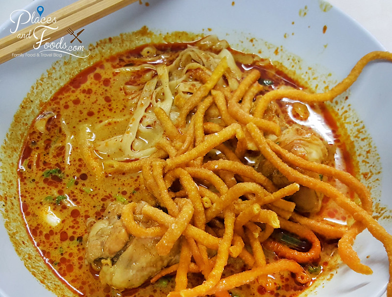 Khao Soi Samer Jai chiang mai chicken khao soi close up