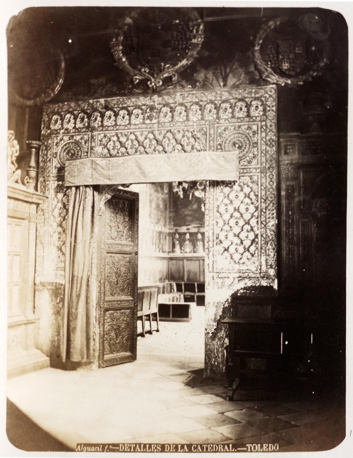 Sala Capitular de la Catedral de Toledo hacia 1879. Álbum de la National Gallery con fotos de Casiano Alguacil.