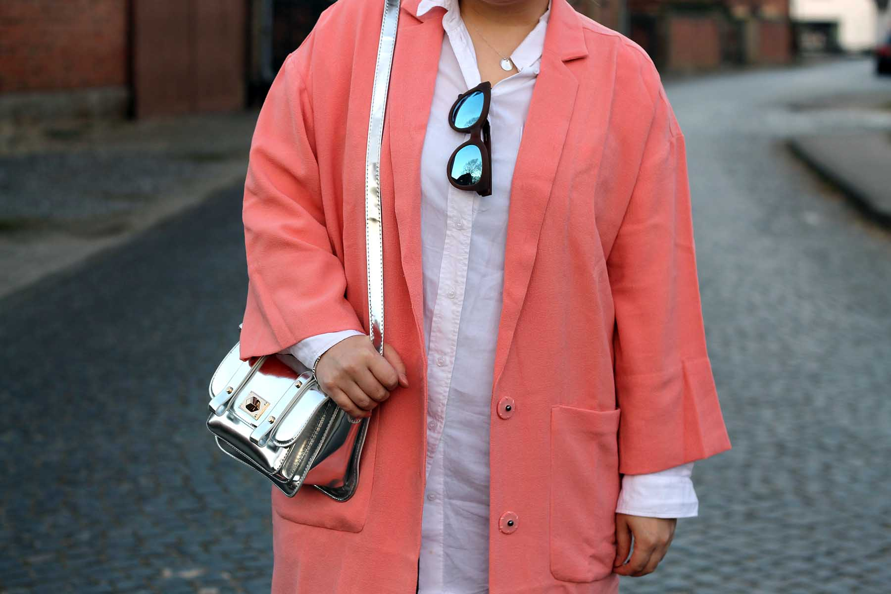 mantel-pink-rosa-frühling-outfit-look-silberne-tasche