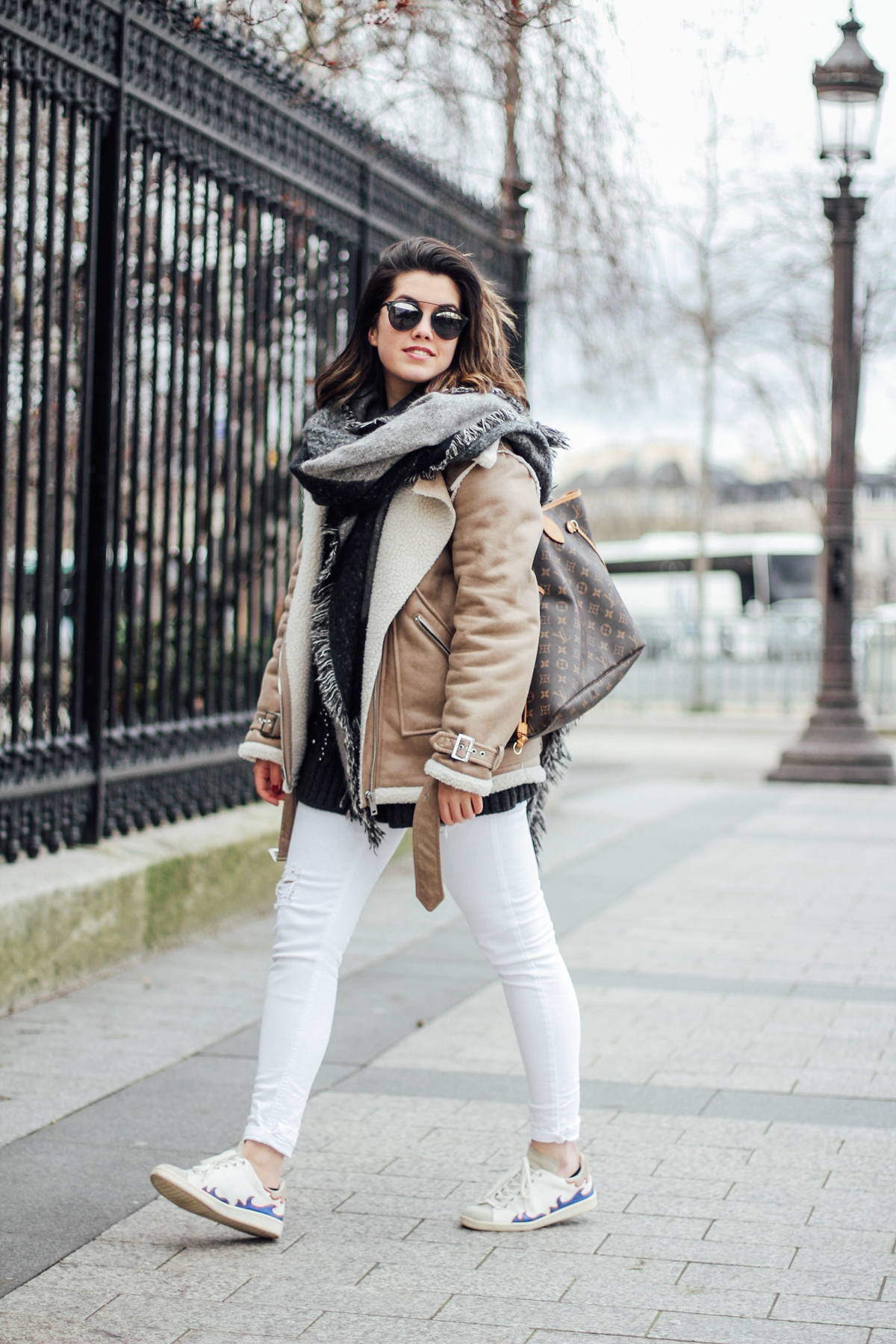 shearling-jacket-beige-isabel-marant-sneakers-streetstyle white pants