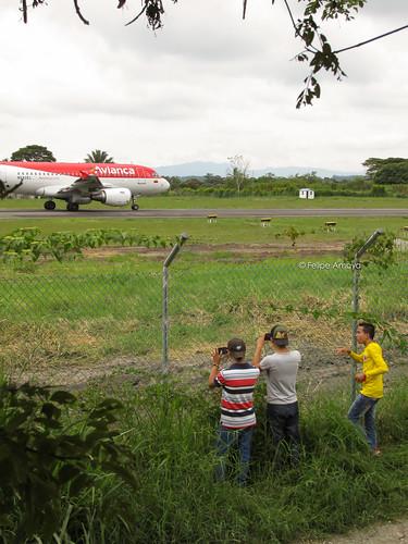 plane el armenia eden aeropuerto felipe amaya int spotter axm skar n592el aeropuertointernacionaleleden felipeamaya aeropuertoeleden rw20 planespotterskar