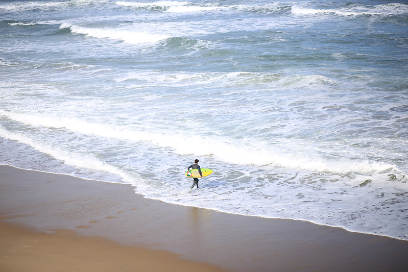 surfer-biarritz