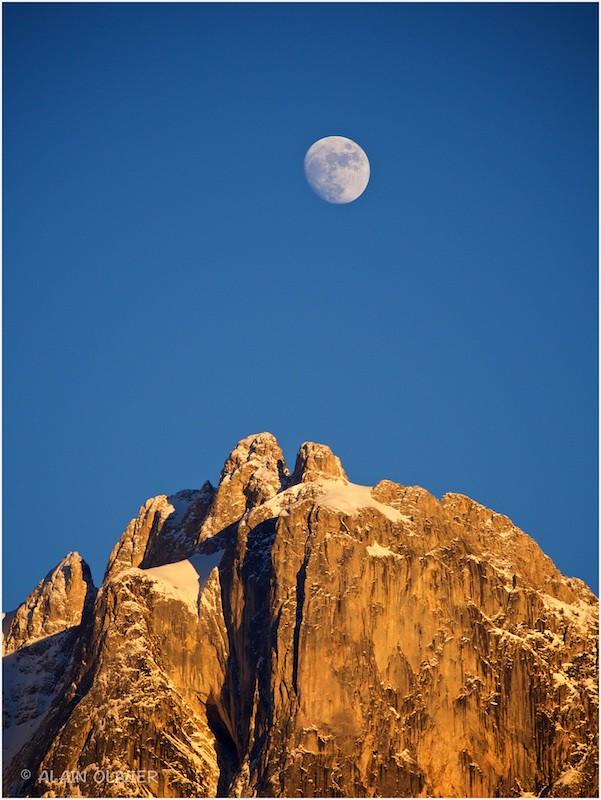 La Lune sur les mamelles 24443958361_62bba978ea_b