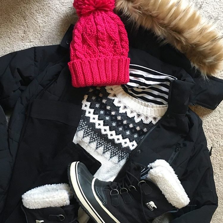 Packing up every layer we own! ✈️🏂❄️⛄️ Wondering why I always wait until the last minute & just how cold it's going to be! #texasweenie #maybedontclickonthathashtag #springbreaking Thanks for loaning me your sweet boot