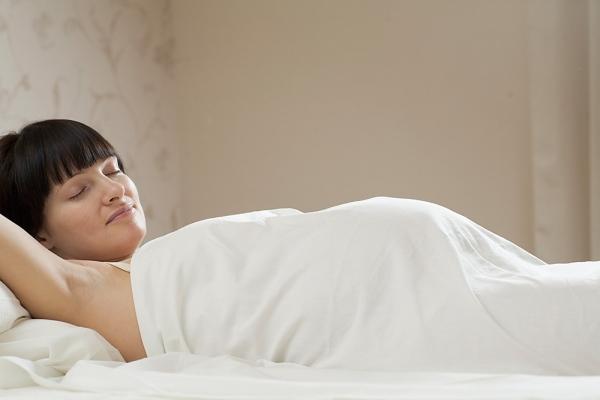 Có nên nằm ngửa khi mang thai?