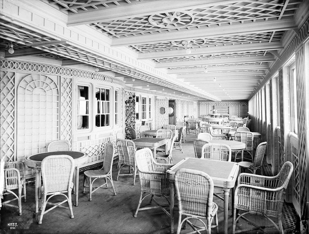 The cafe Parisien aboard the RMS Titanic