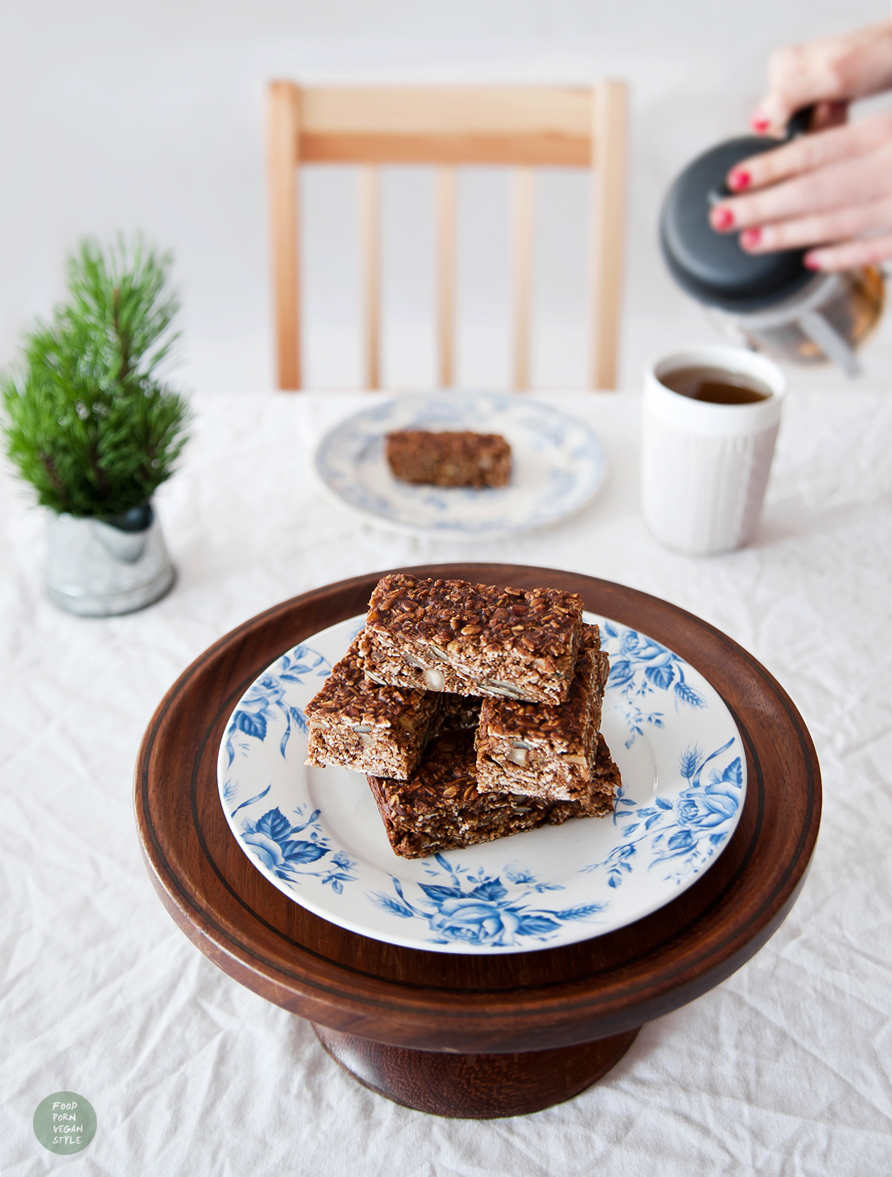 Vegan breakfast bars with carob and tahini