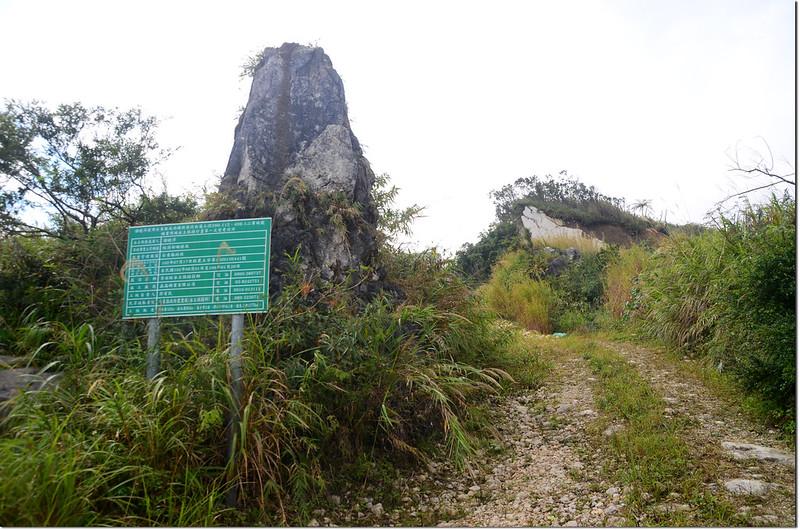 麻荖漏山東峰礦區道路巨石