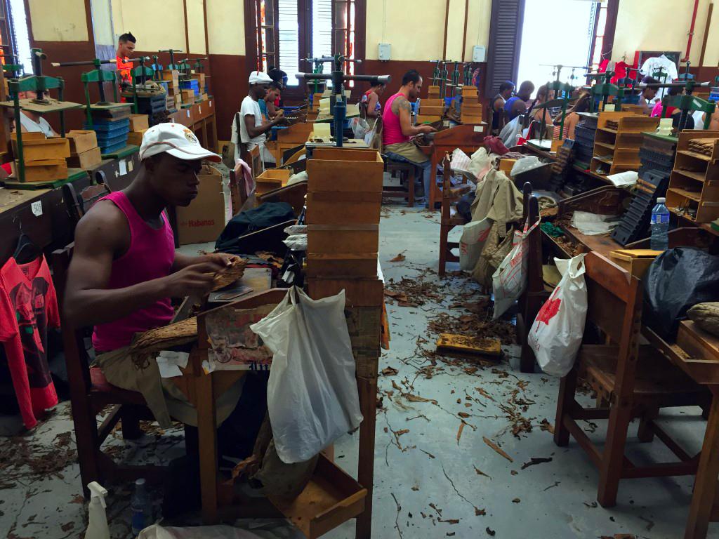 visita a la fábrica de puros de La Habana: Fabrica de Puros de La Habana en Cuba fábrica de puros de la habana - 26056745910 cd6d524494 o - Visita a la fábrica de puros de La Habana en Cuba