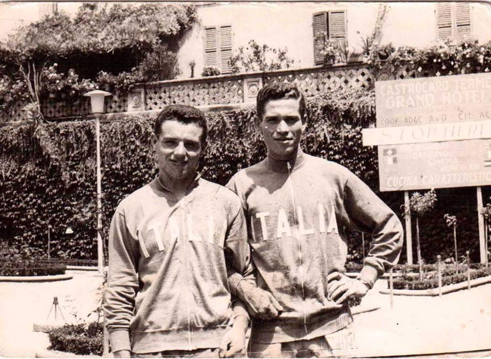 Alberto in tuta della nazionale italiana a Castrocaro Terme, per i mondiali dilettanti di Zandwoort 1959 e per le Olimpiadi di Roma 1960, assieme al compagno Pifferi (foto inviata dal fratello Amedeo)