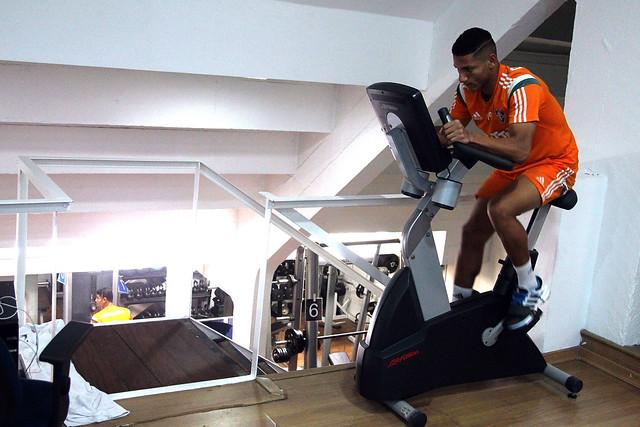 Fluminense: Sob forte chuva, Marcão comanda treino técnico e esboça time titular