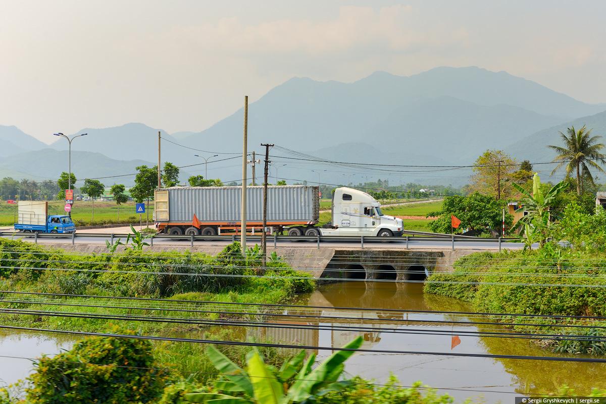 vietnam_reunification_express_train-26