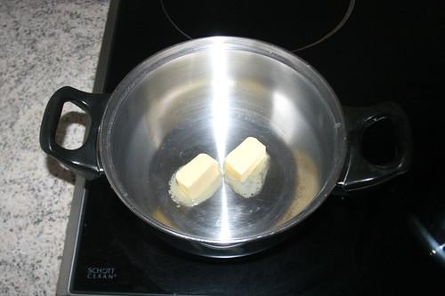22 - Butter in kleinem Topf schmelzen / Melt butter in small pot