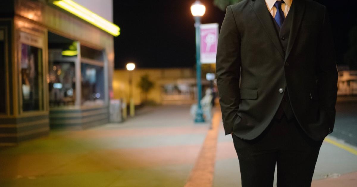 スーツを着て活動すると3割増しくらいで疲れる。