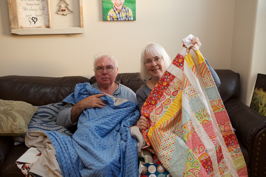 Grandparents-with-quilts