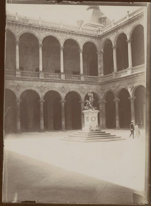 Patio del Alcázar de Toledo hacia 1909