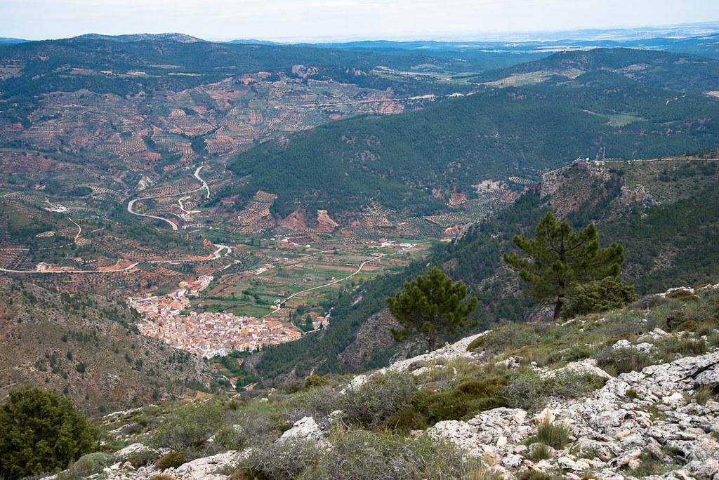 El pueblo de Bogarra visto desde la cima