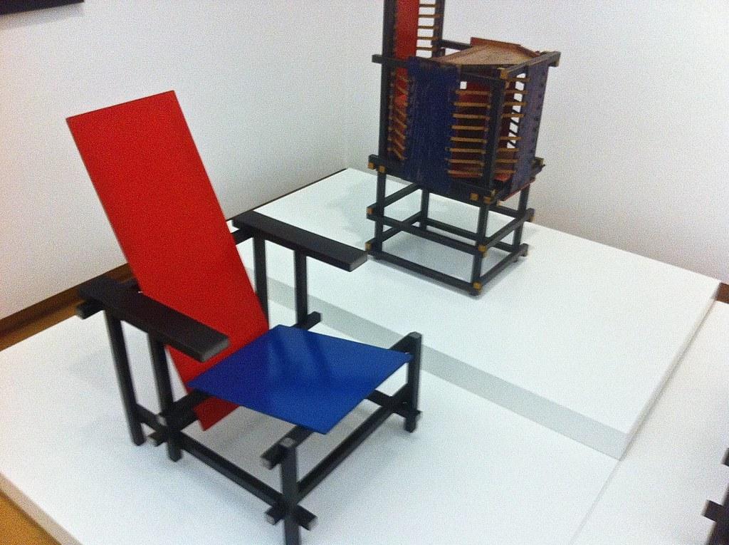 Stoel Gerrit Rietveld : Rood blauwe stoel witteveen kinderstoel gerrit rietvelu flickr
