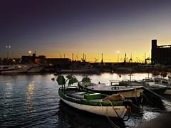 Harbor whisperers. f2; 1/15s; ISO 800; FL:50mm. © Juan Manuel Saenz de Santa María, 2016.