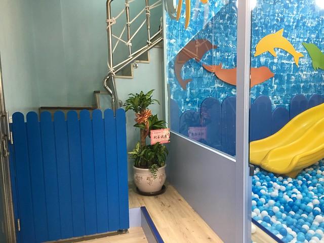 樓梯間都有門,防止小孩無預警的爬上爬下@Young Lion 親子餐廳,高雄三民區
