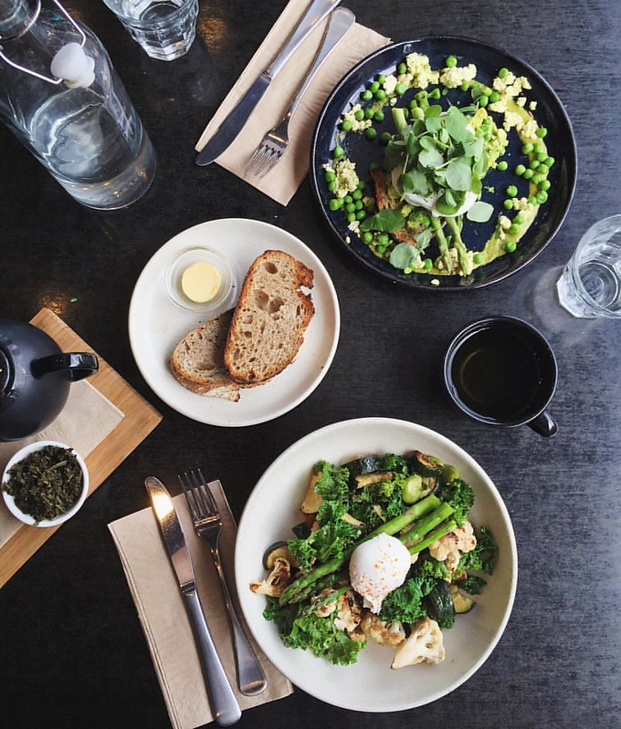 It's not easy being green - but it sure is delicious ? - - - Seriously good food at 80/20 cafe (one of the best breakkie bowls I've had in ages, really), well done Canberra. Thanks for the rec @themerrymakersisters ?