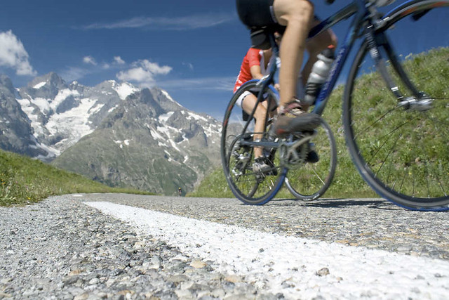 Cycling-in-French-Alps-visuall2-Shutterstock