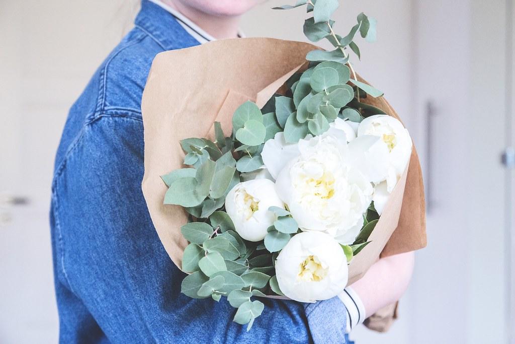 http://midis.se white peonies blue jeans jacket