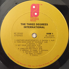 THE THREE DEGREES:INTERNATIONAL(LABEL SIDE-A)