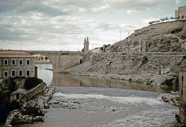 Azud de San Servando en Toledo entre octubre y noviembre de 1960. Fotografías de Joseph Jacobson y Maria del Carmen Rivero Hernández .