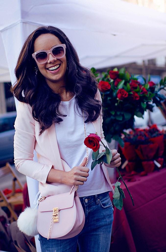 Cómo combinar una americana rosa en tu look + Día de Sant Jordi