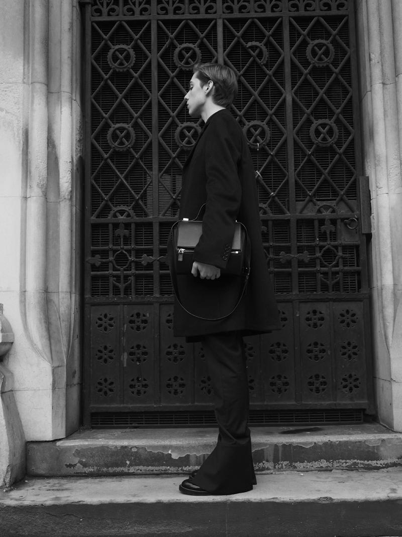 mikkoputtonen_fashionblogger_london_LCM_streetrstyle_JWanderson_balenciaga_joseph_givenchy_pandorabox_outfit1_bw_web