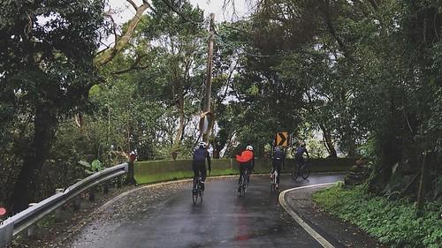 _ . 生活中愉悅的成分因子,莫過於一起享受山林間的氣氛  all you have to do,is #friendly . photo by 龍哥  . . #specialized #tarmac #cycling #iseetaiwan #specializedbikes #specializedtarmac #biker #tarmacexpert #rapha #statigram #roadbike #velobici #velo