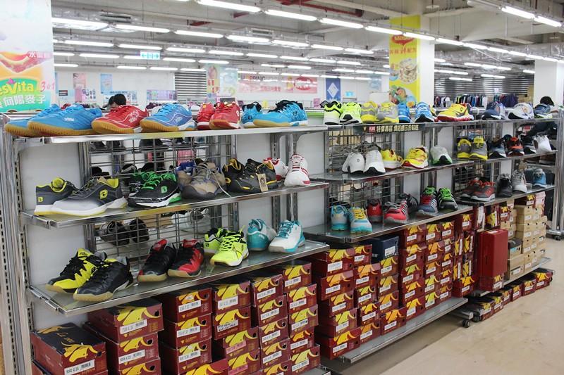 24800532446 ed68d45e58 b - 熱血採訪。台中干城特賣會搶好康,La new男女鞋、Nike等運動品牌、思薇爾內衣、精典泰迪童裝