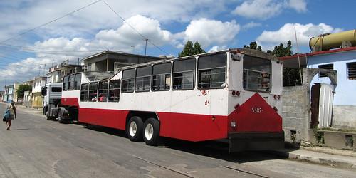 Cienfuegos: un bus pas comme les autres...ou comment recycler un camion...