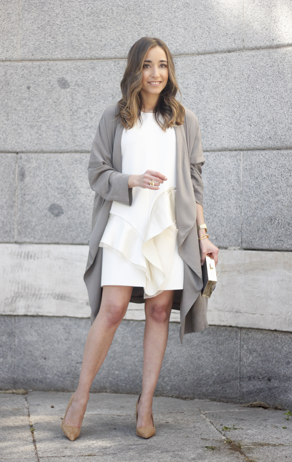 White dress with ruffles trench nude heels clutch accessories outfit style22