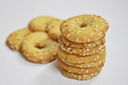 Chế độ ăn uống cho bà bầu 3 tháng đầu - bánh quy giòn