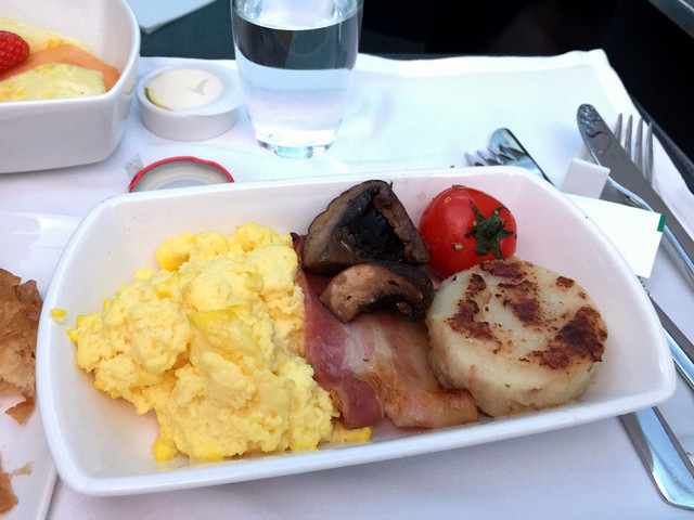 CX 901 HKG to MNL - Scrambled Eggs, Bacon, Portobello Mushroom and Corned Beef Hash