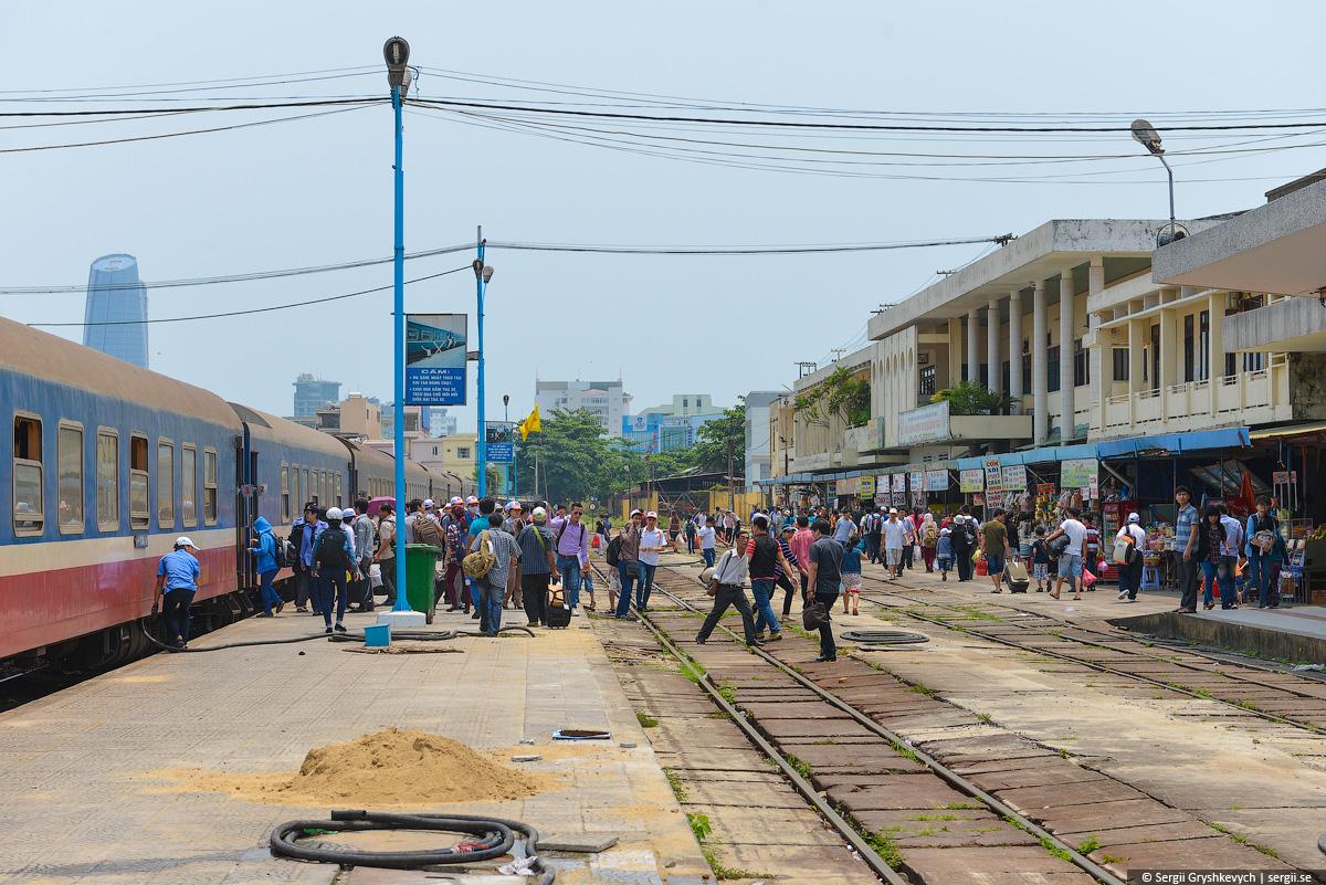 vietnam_reunification_express_train-61